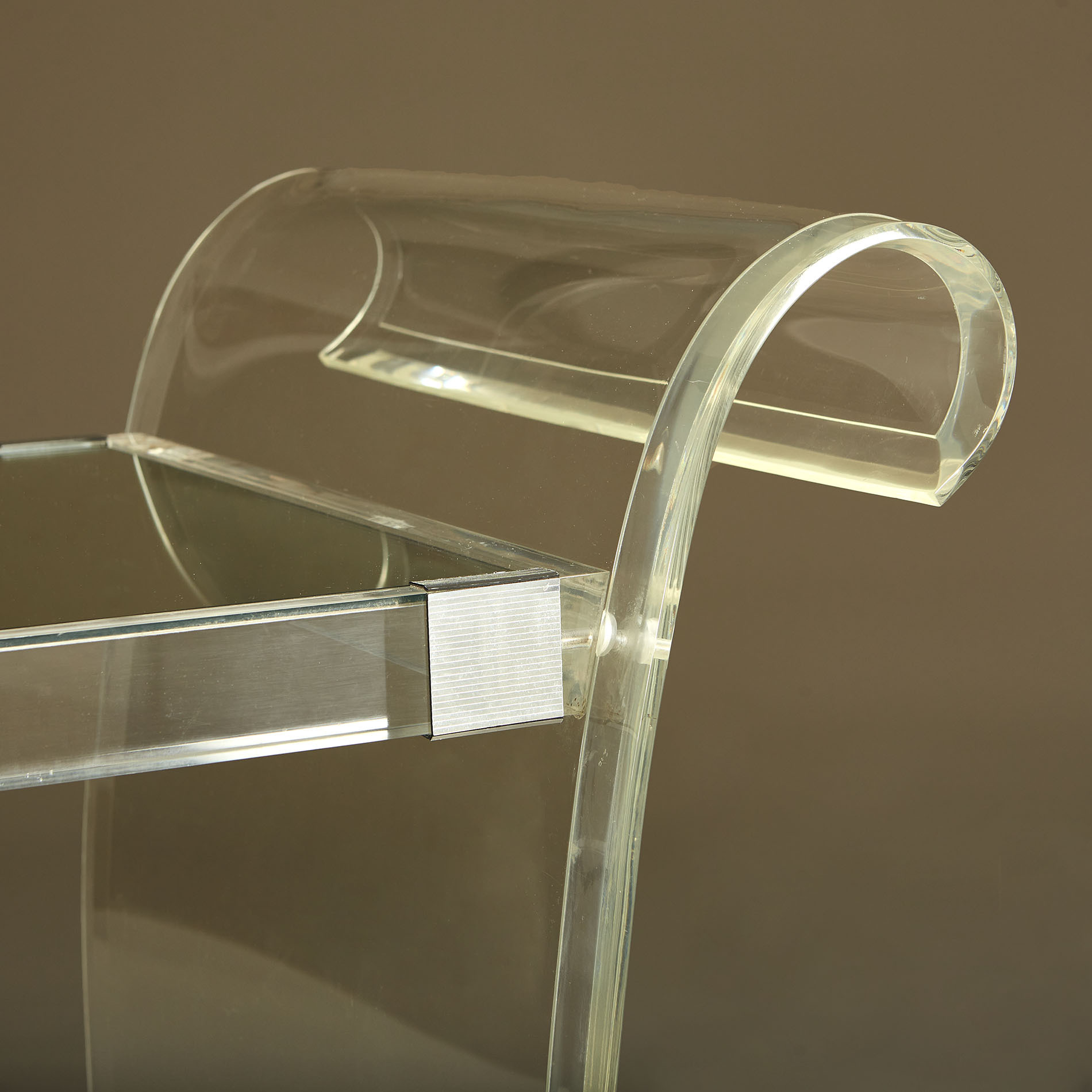 Us Lucite Drinks Trolley 20210225 Valerie Wade 3 146 V1