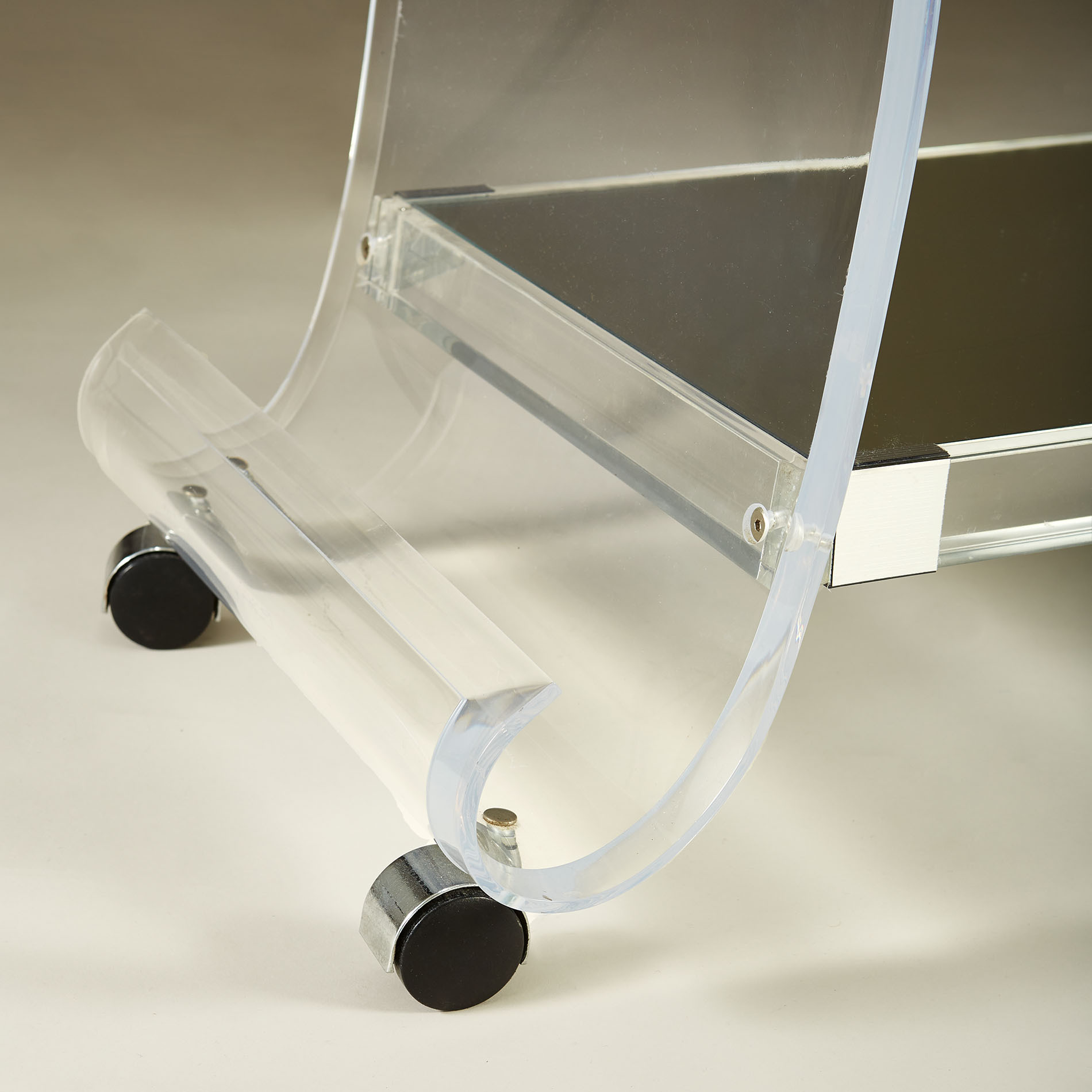 Us Lucite Drinks Trolley 20210225 Valerie Wade 3 148 V1