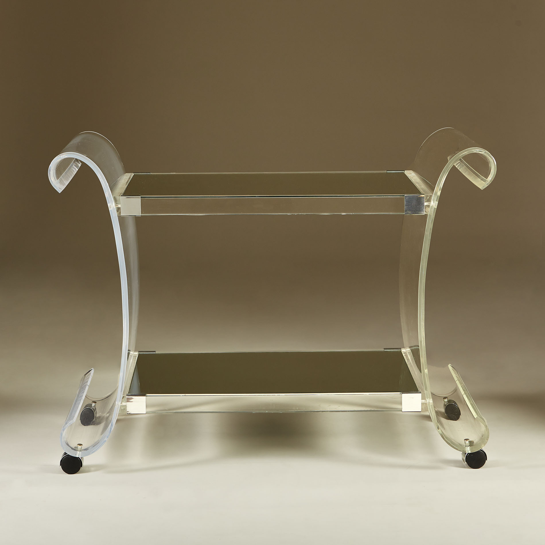 Us Lucite Drinks Trolley 20210225 Valerie Wade 3 151 V1