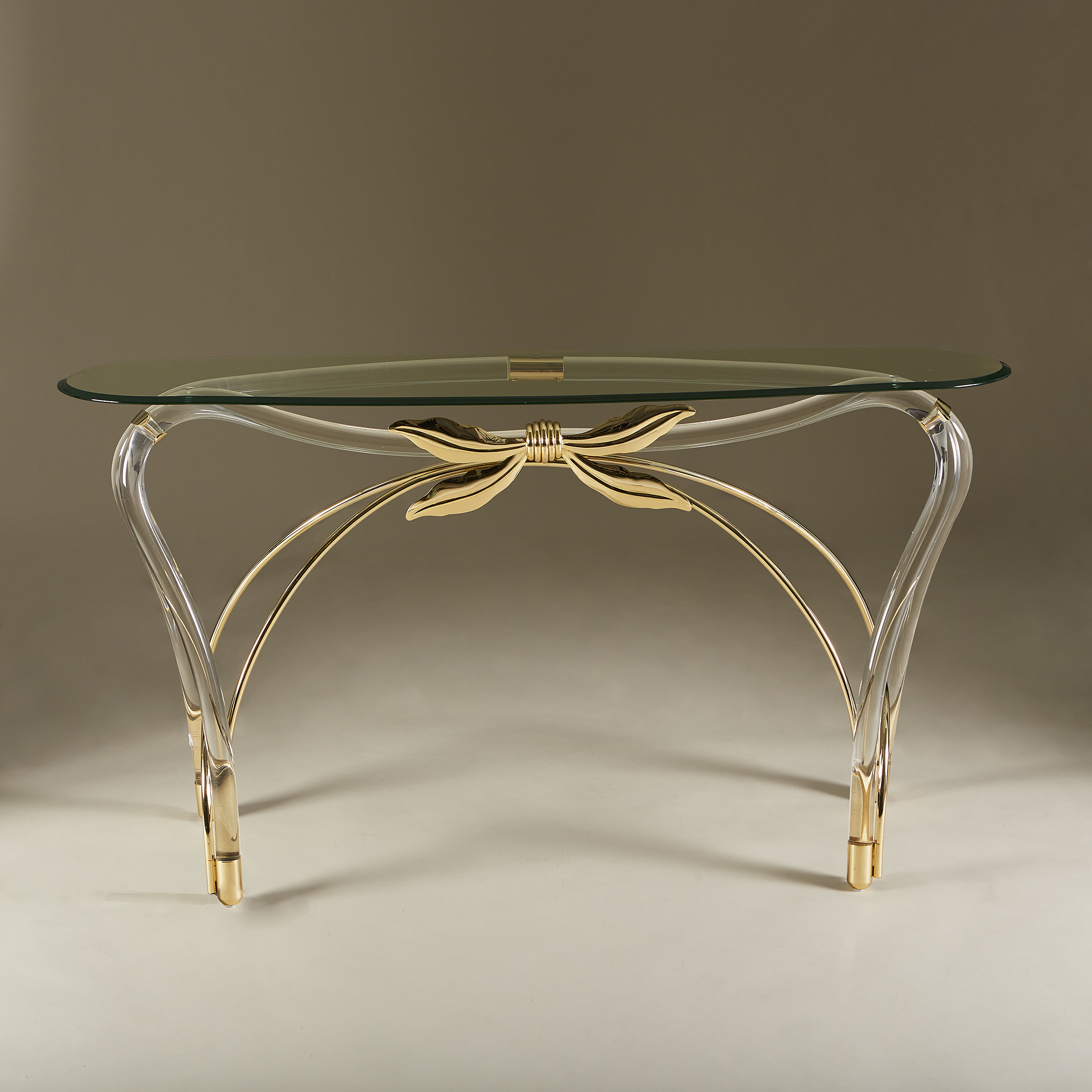 Bow Glass Console 20210126 Valerie Wade 0220 V1