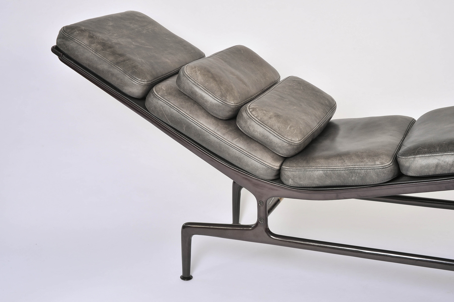 Charles eames 39 billy wilder 39 chaise longue valerie wade for Charles eames chaise a bascule