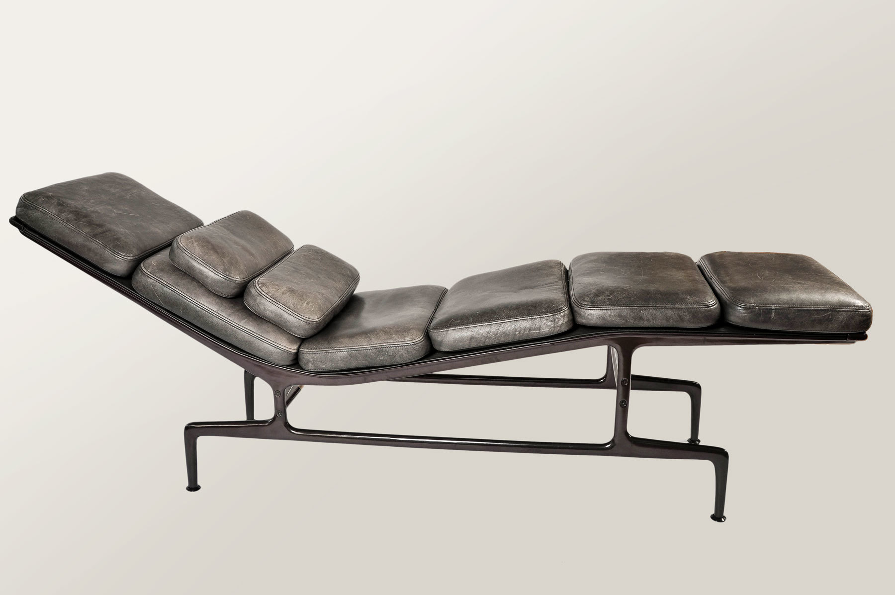 The image for Eamaes Chaise Longue 02