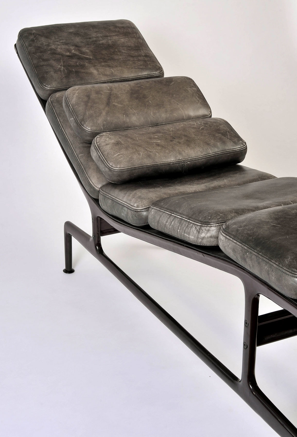 The image for Eamaes Chaise Longue 06