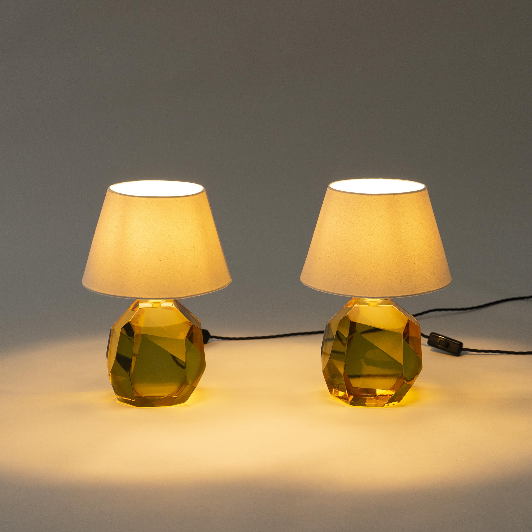 Glass Base Lamp Amber 0440
