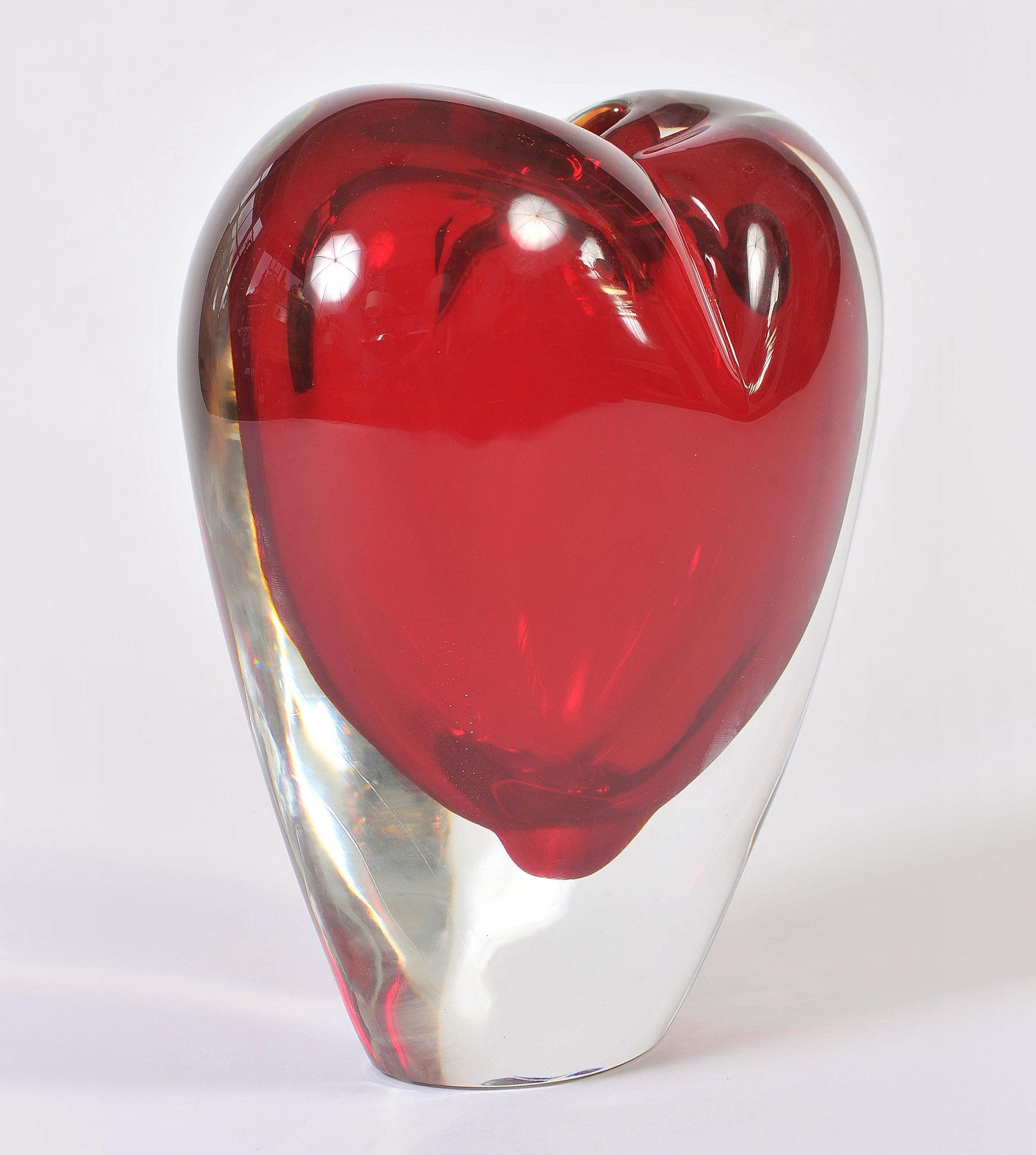 Large Red Heart Vase 02