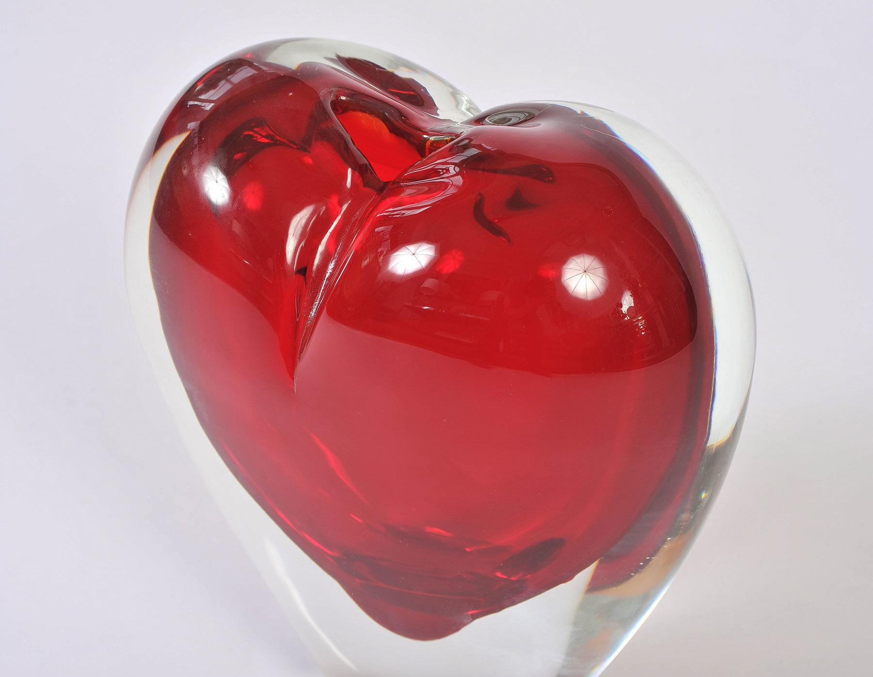 Large Red Heart Vase 03
