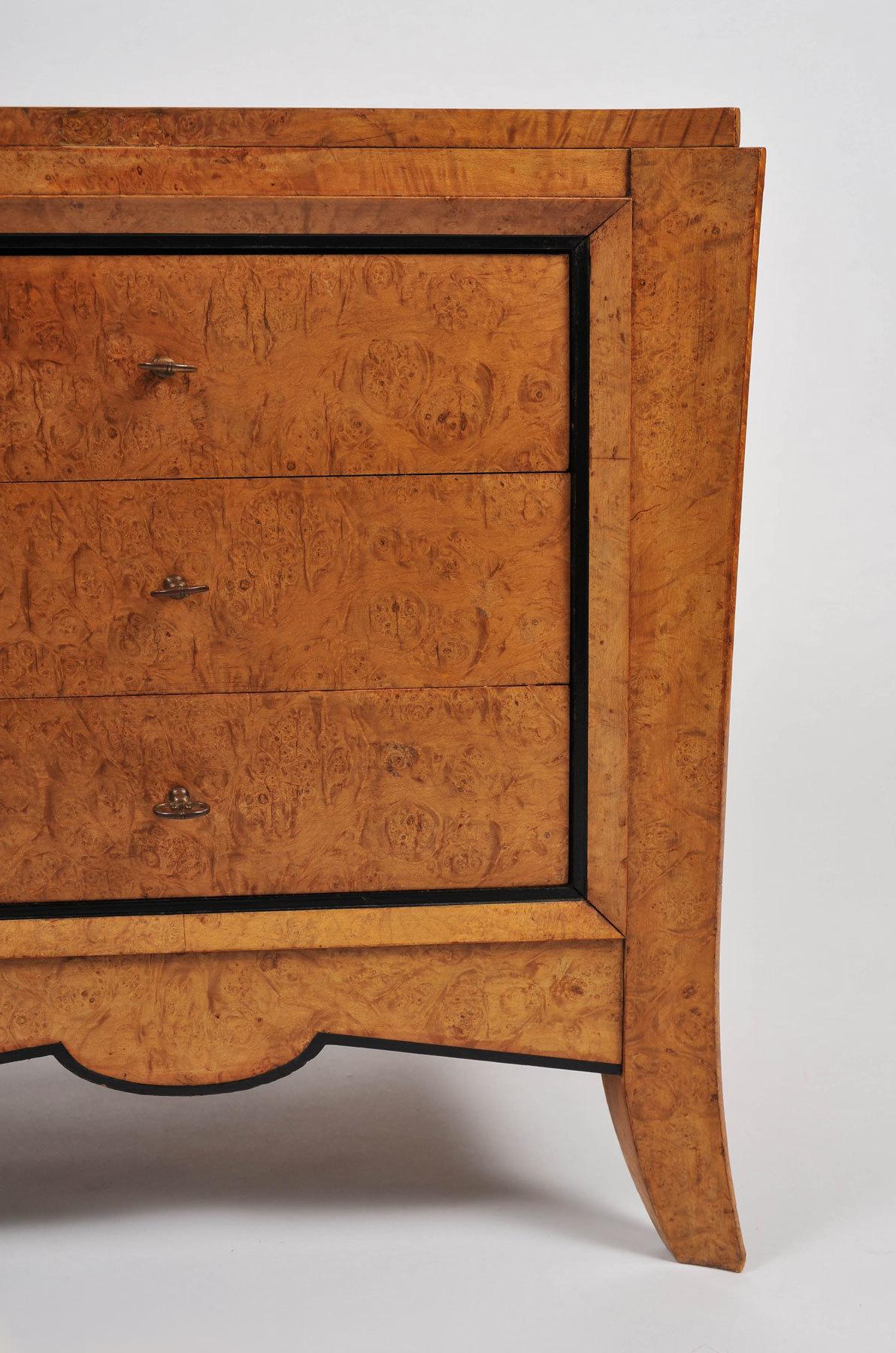Pair Burr Walnut Bedside Tables 02 Vw