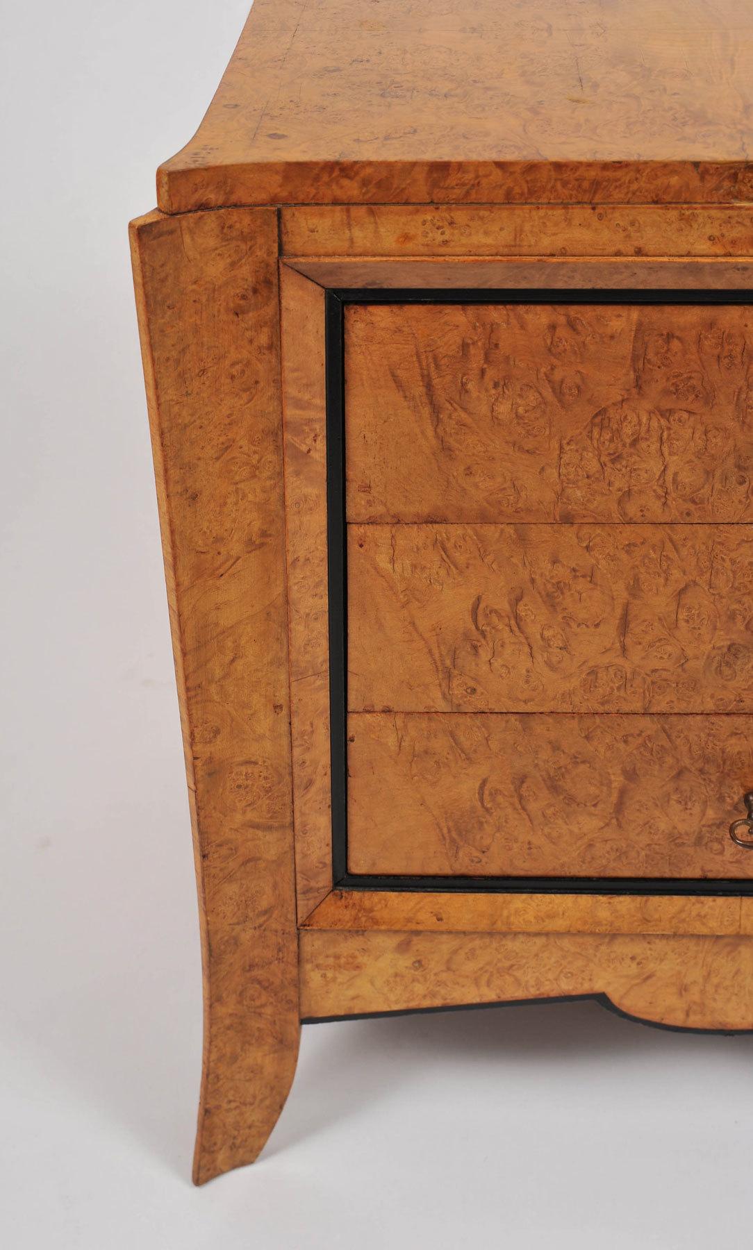 Pair Burr Walnut Bedside Tables 04 Vw