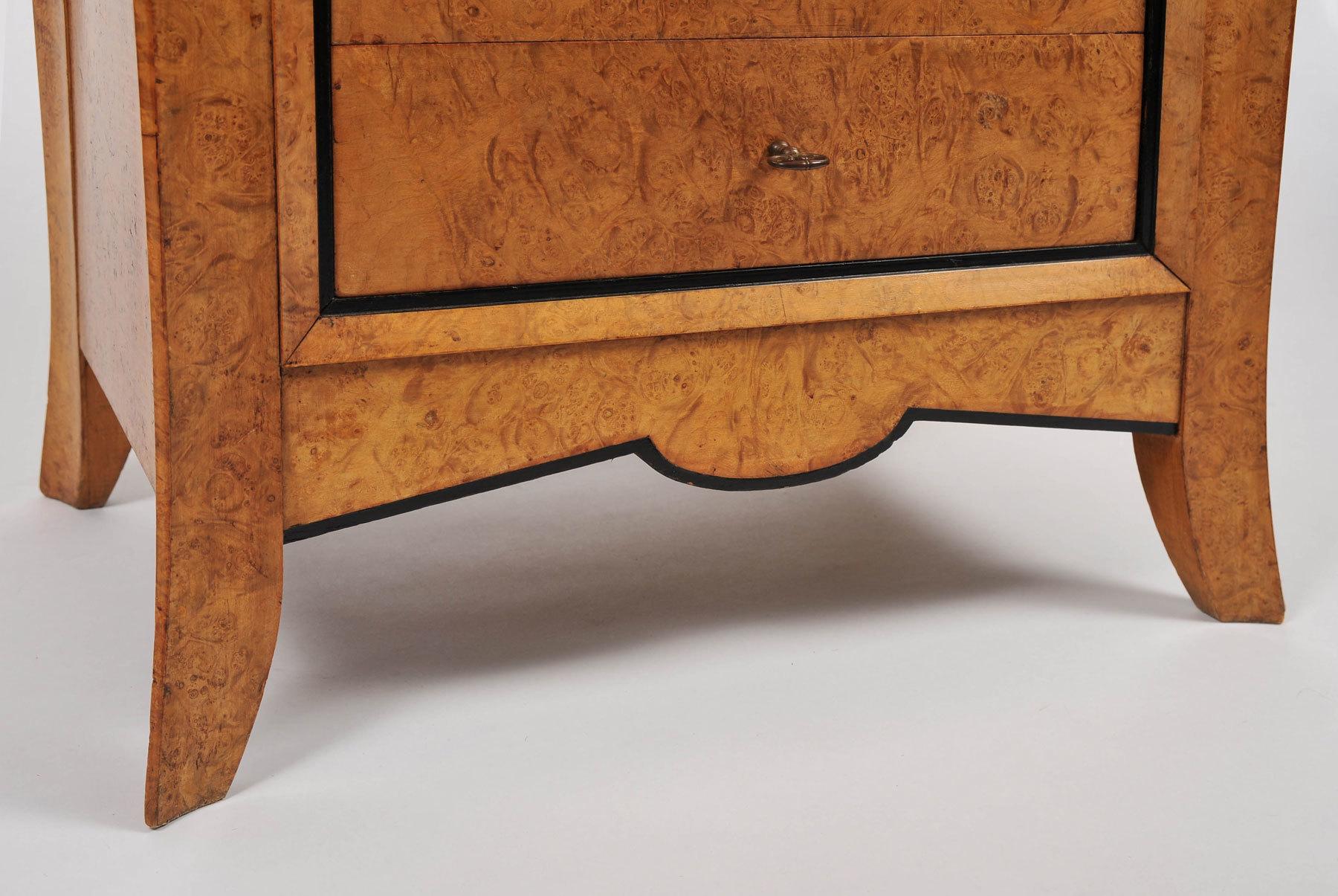Pair Burr Walnut Bedside Tables 05 Vw