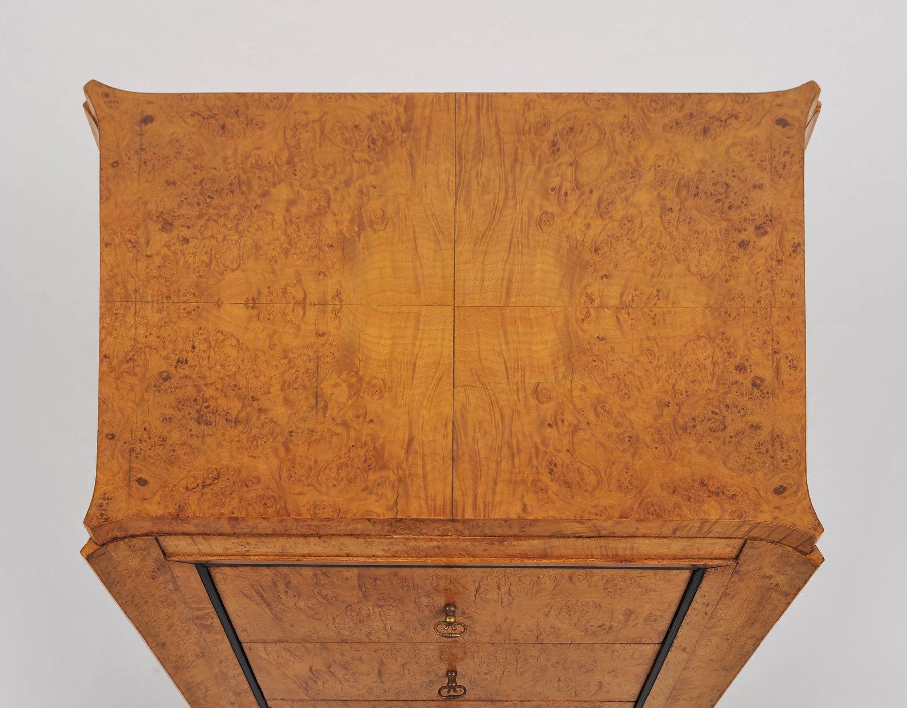 Pair Burr Walnut Bedside Tables 06 Vw