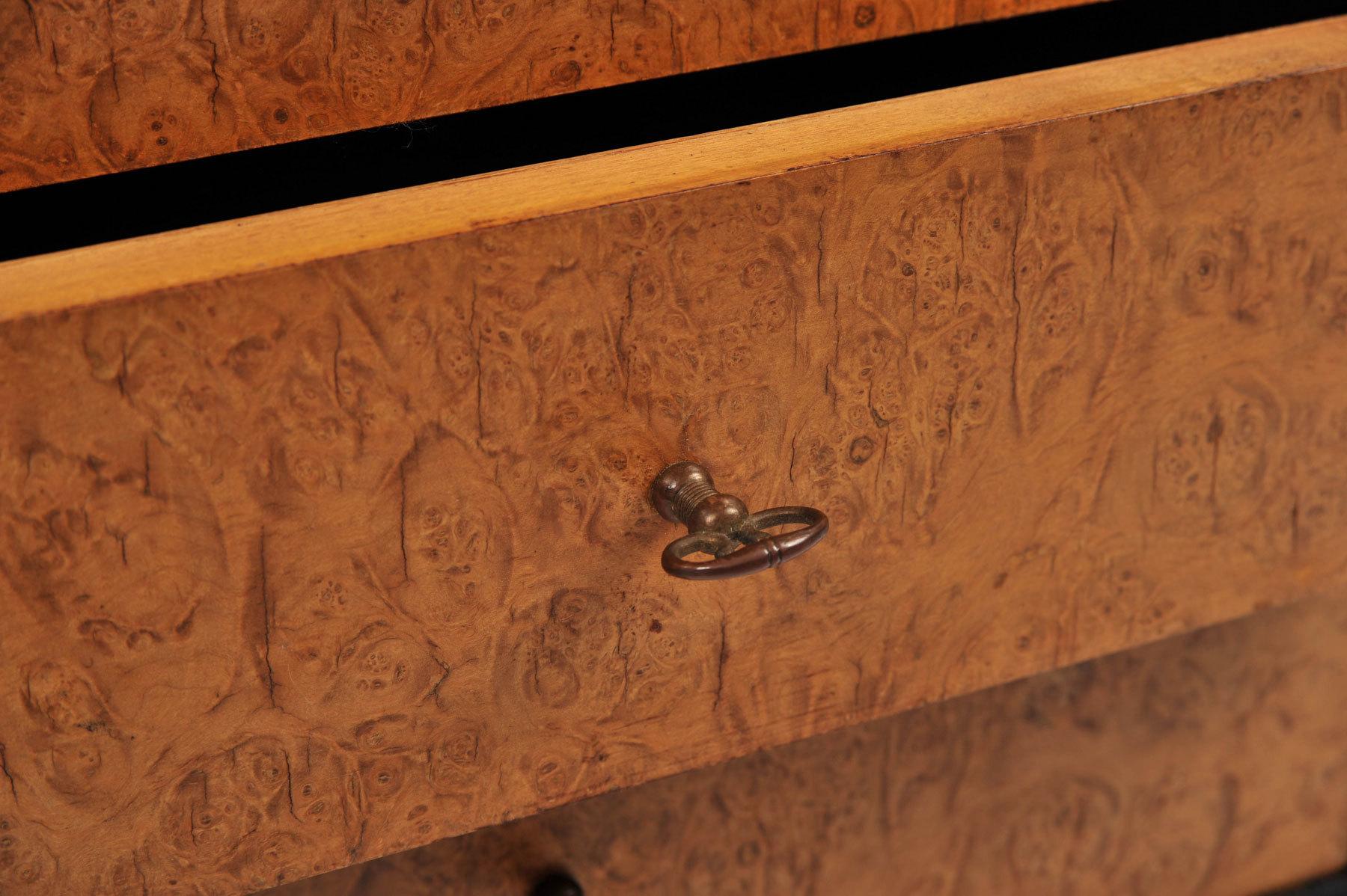 Pair Burr Walnut Bedside Tables 07 Vw