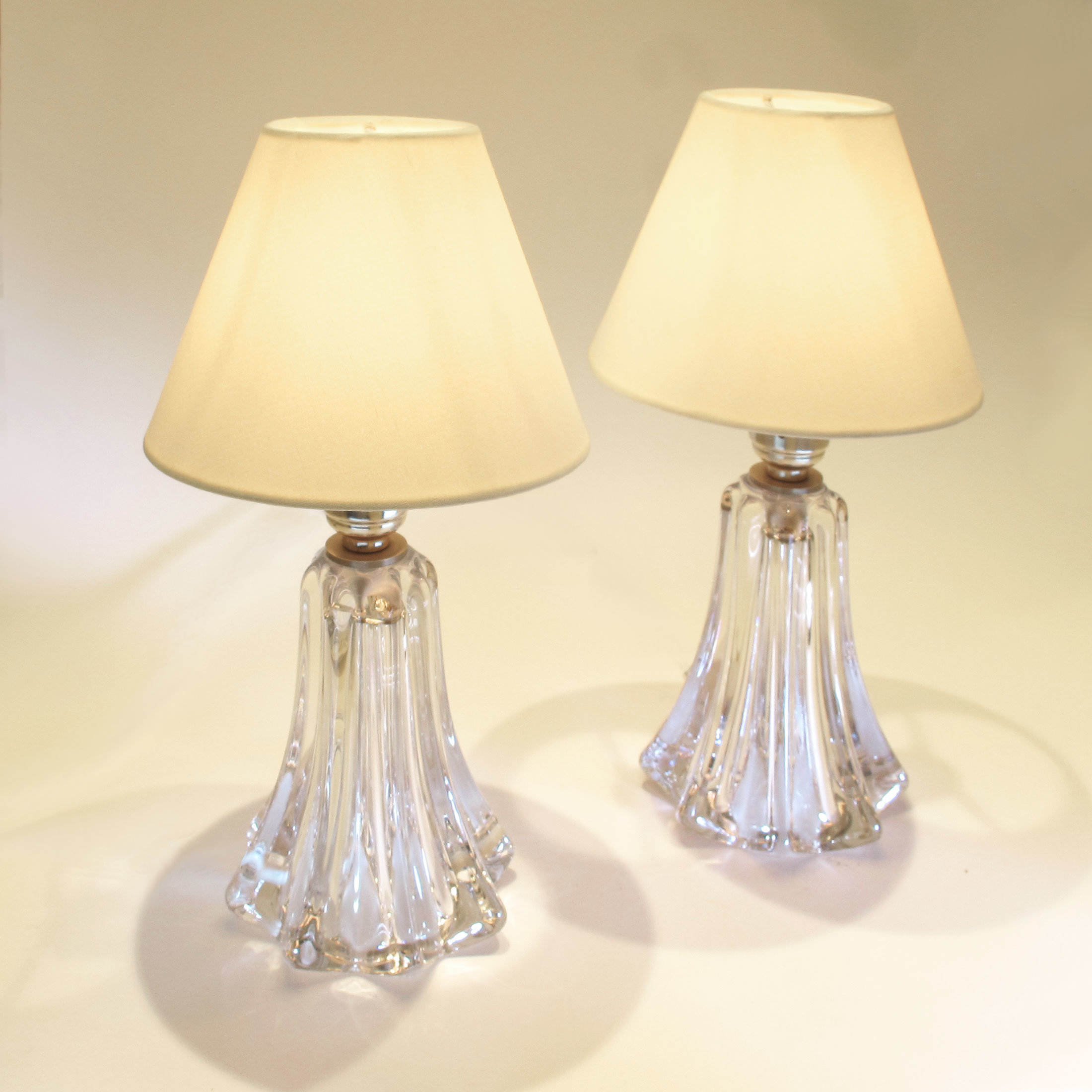 Pair Clear Val St Lamps 02