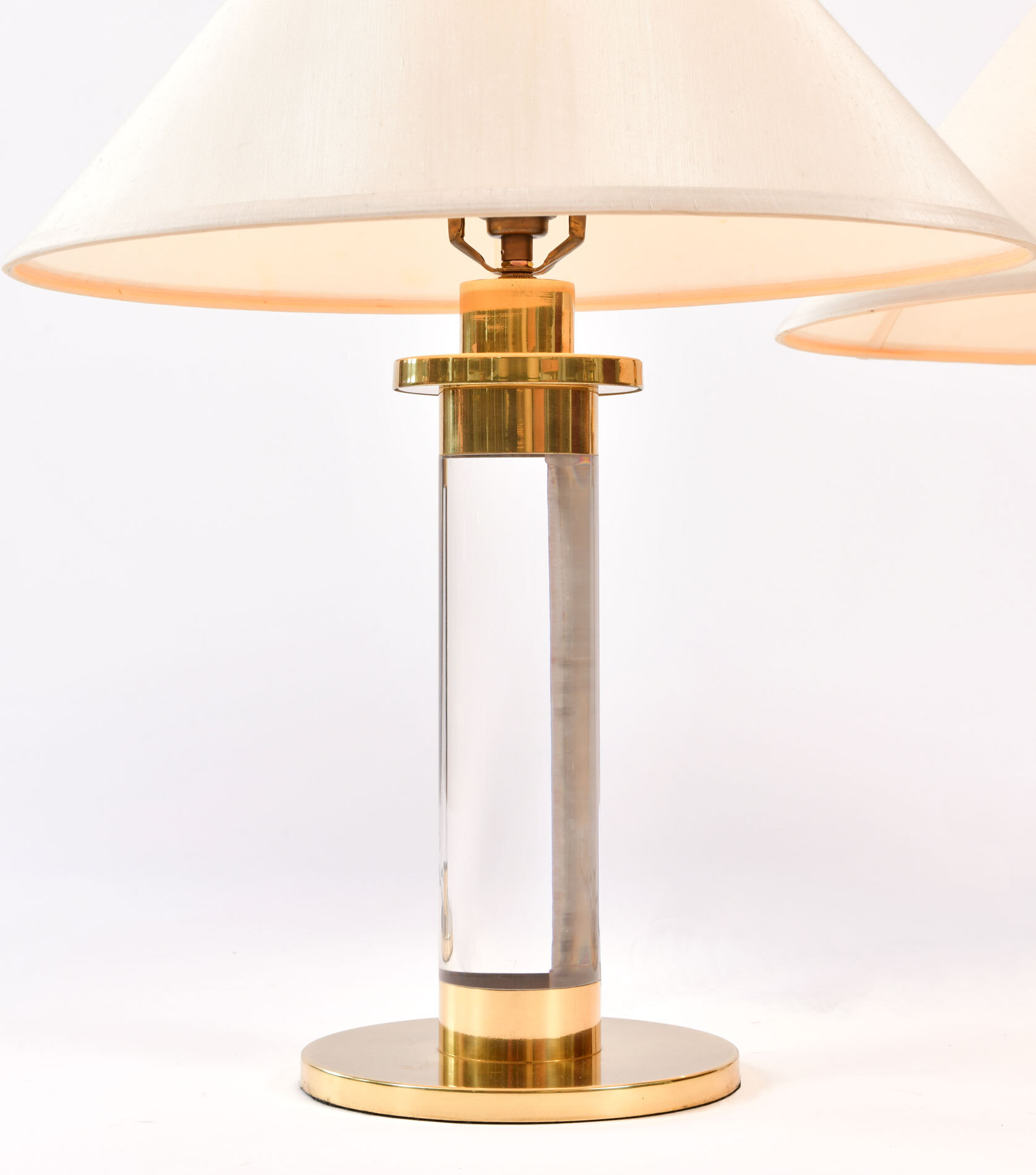 Pair Us Lucite Brass Lamps 02