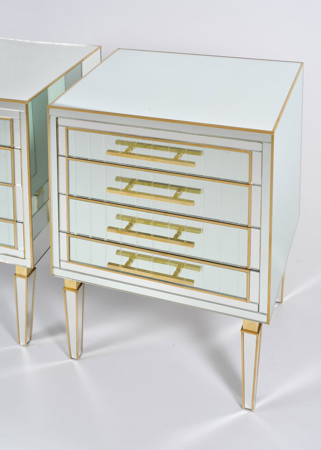 Pair Of Mirrored Chests 02 Vw