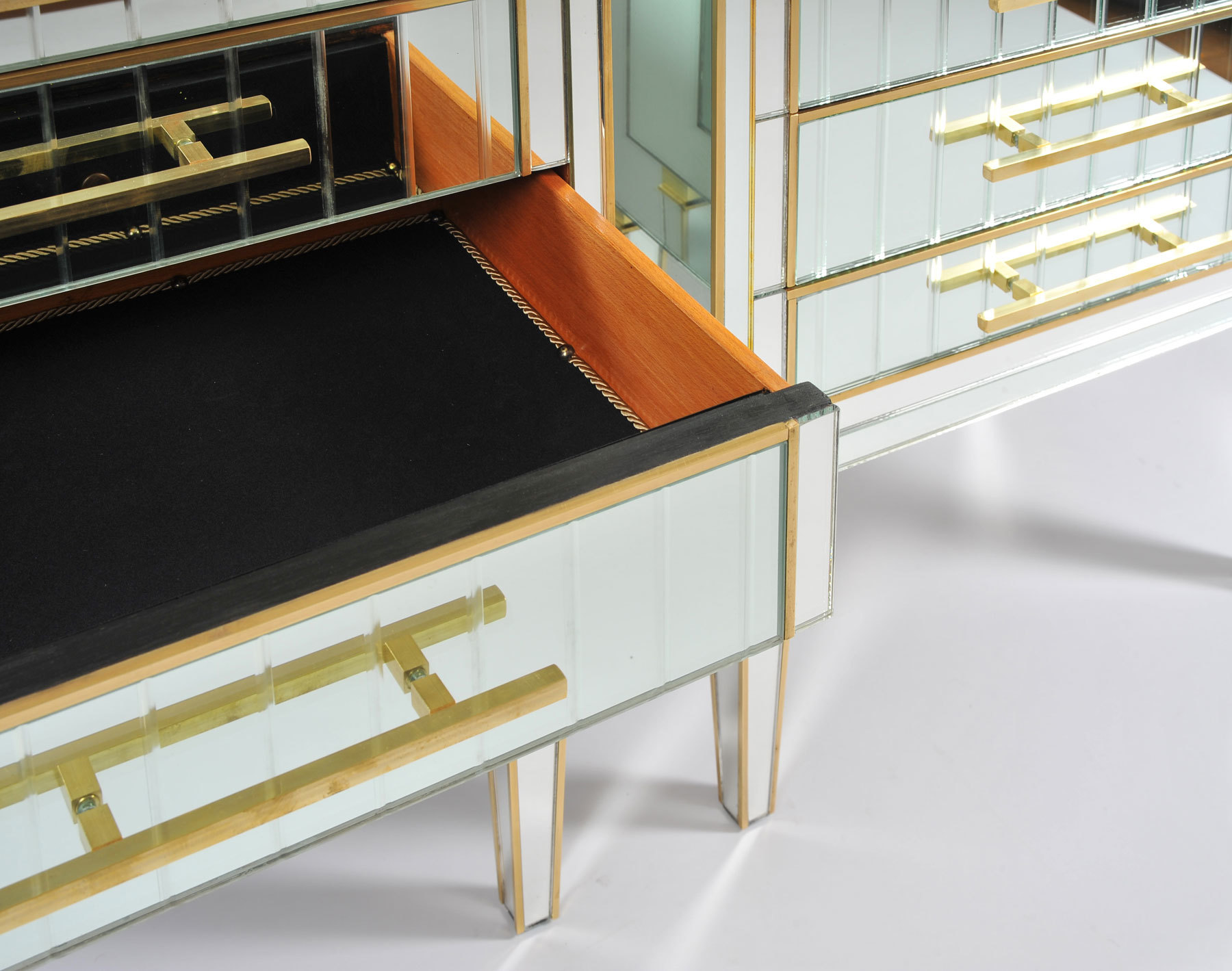 Pair Of Mirrored Chests 04 Vw