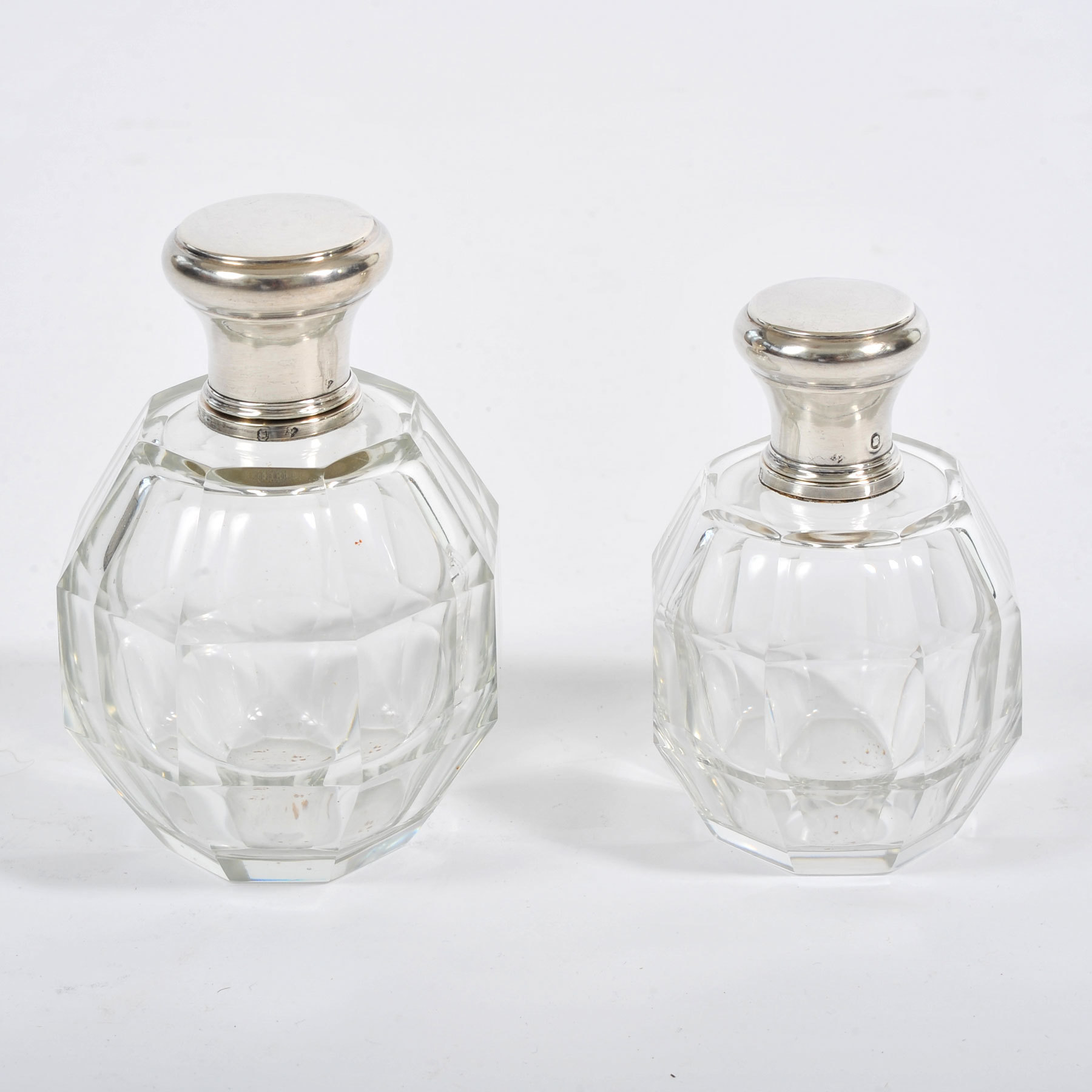 Two Scent Bottles 01 Vw