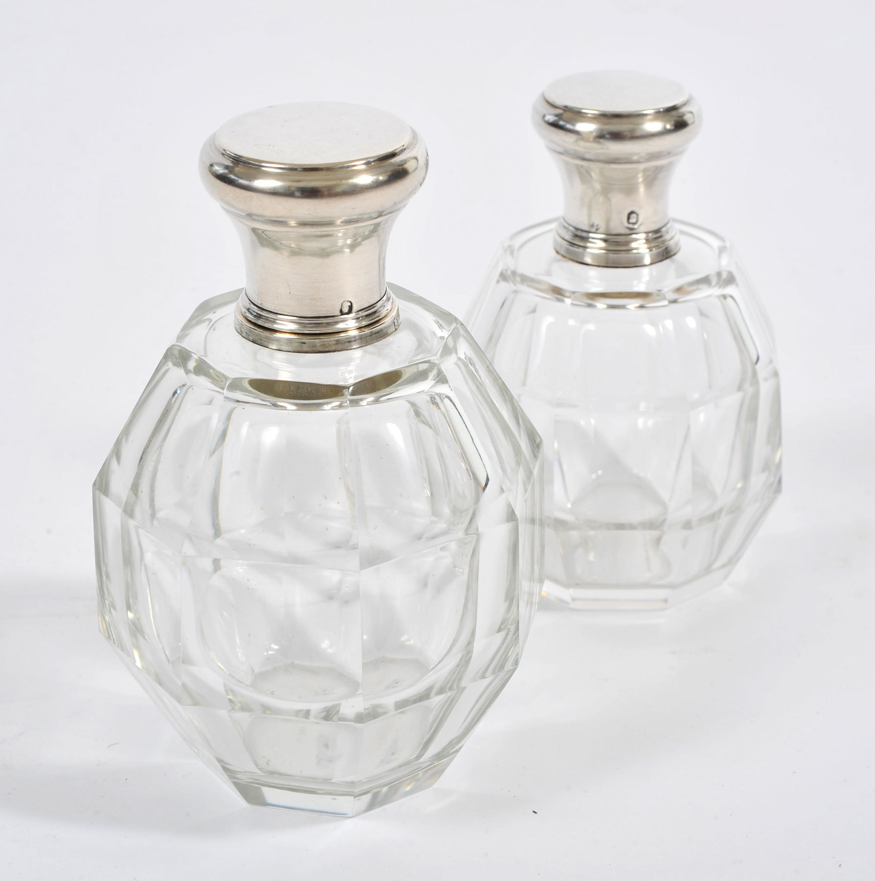 Two Scent Bottles 02 Vw