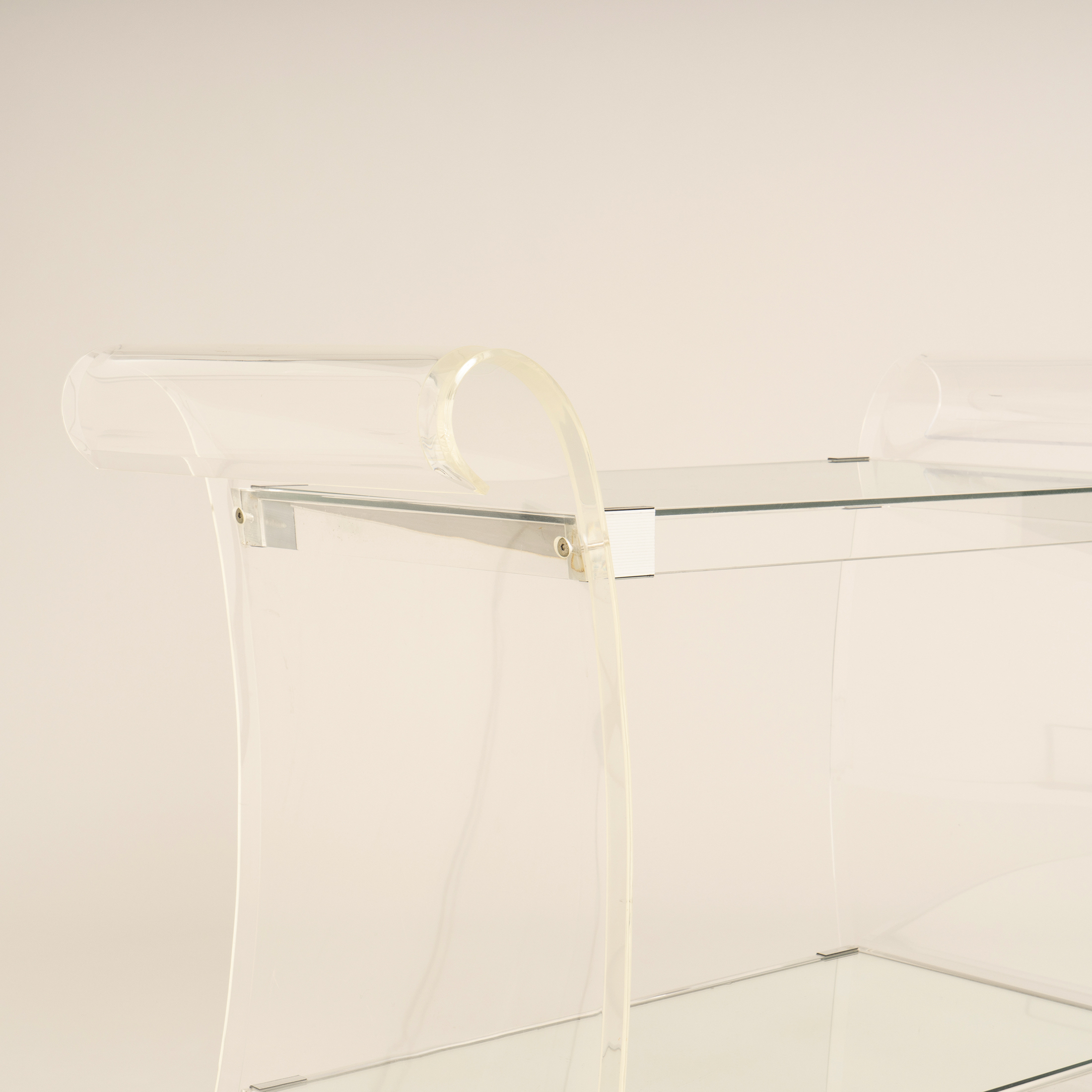 Us Lucite Trolley 0256