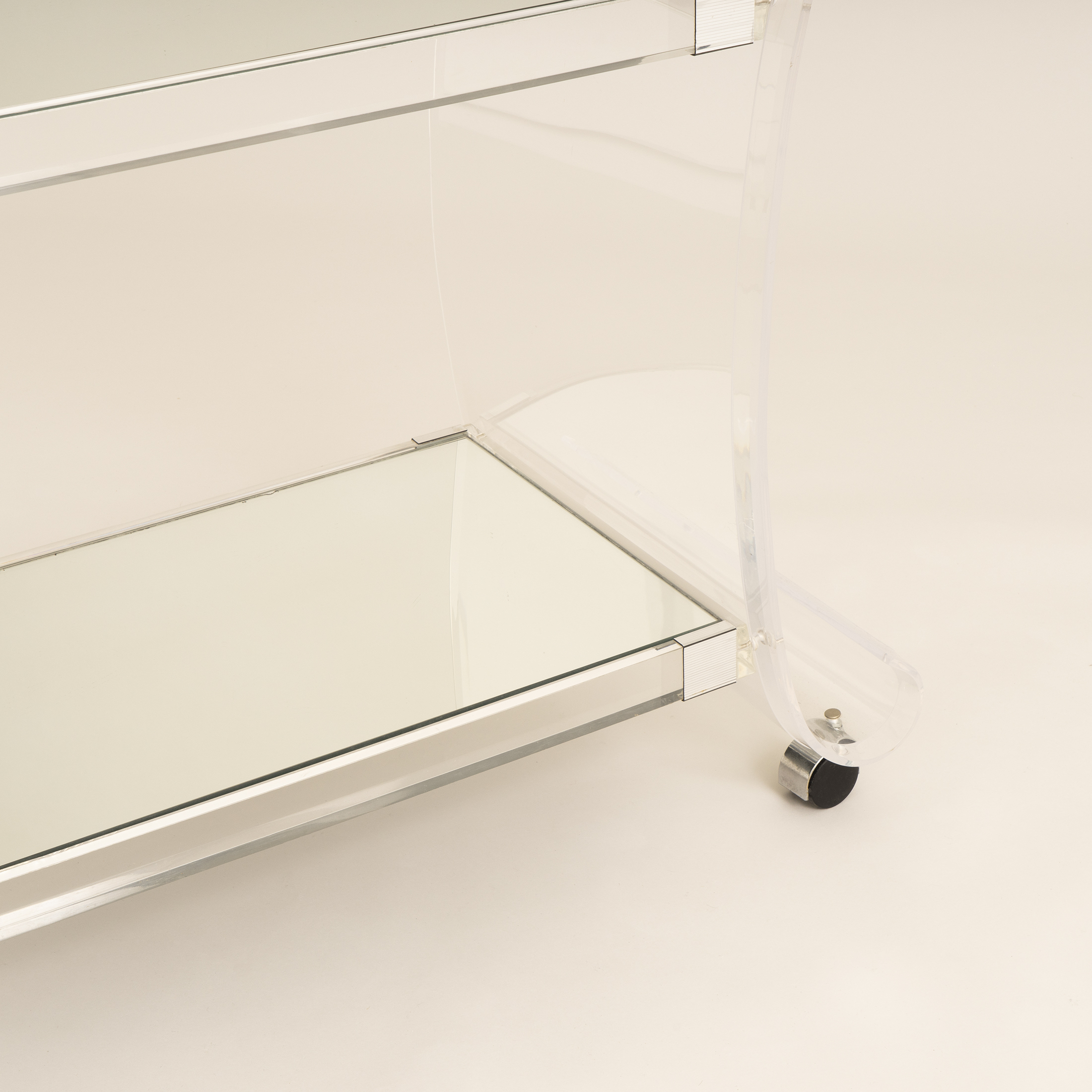 Us Lucite Trolley 0260