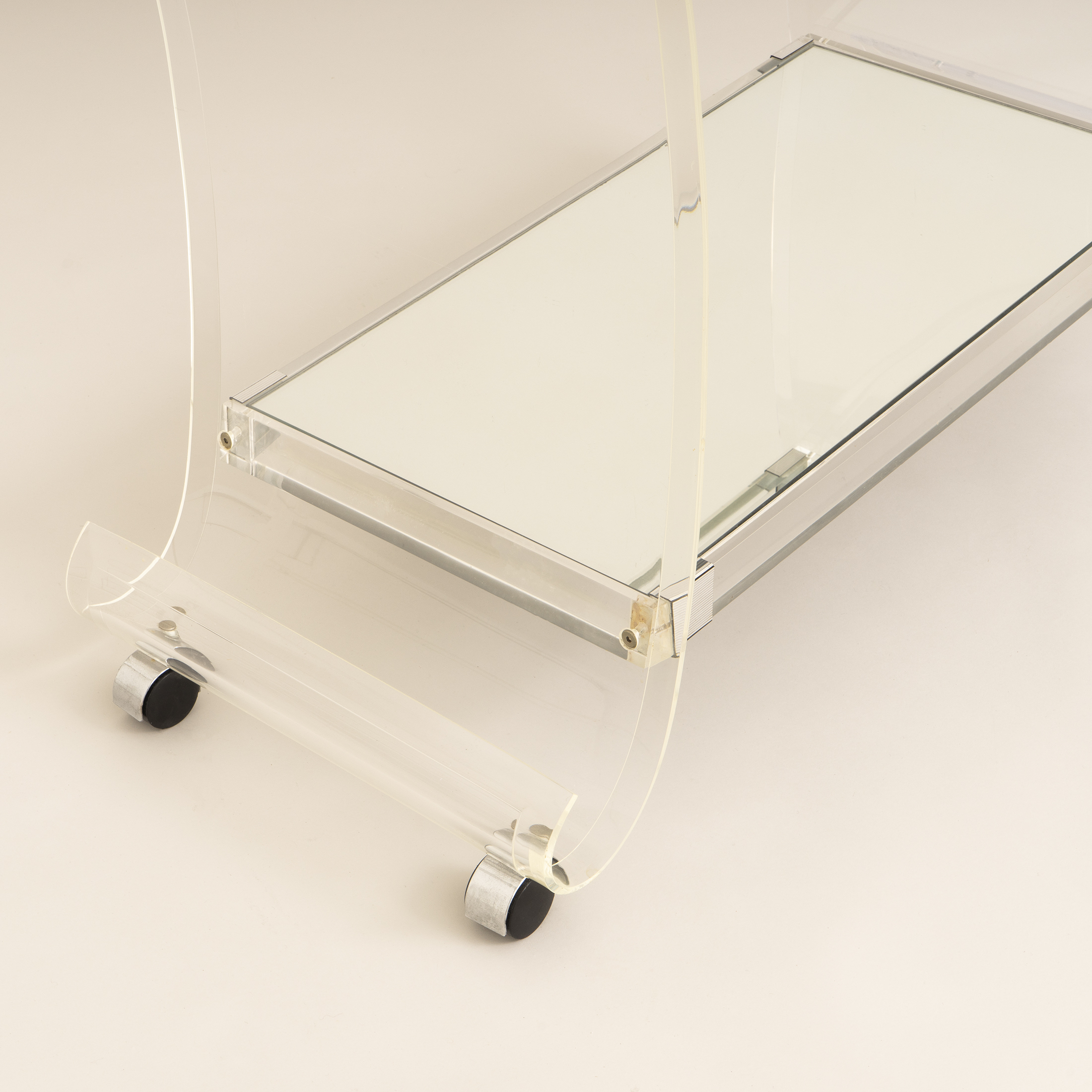 Us Lucite Trolley 0264