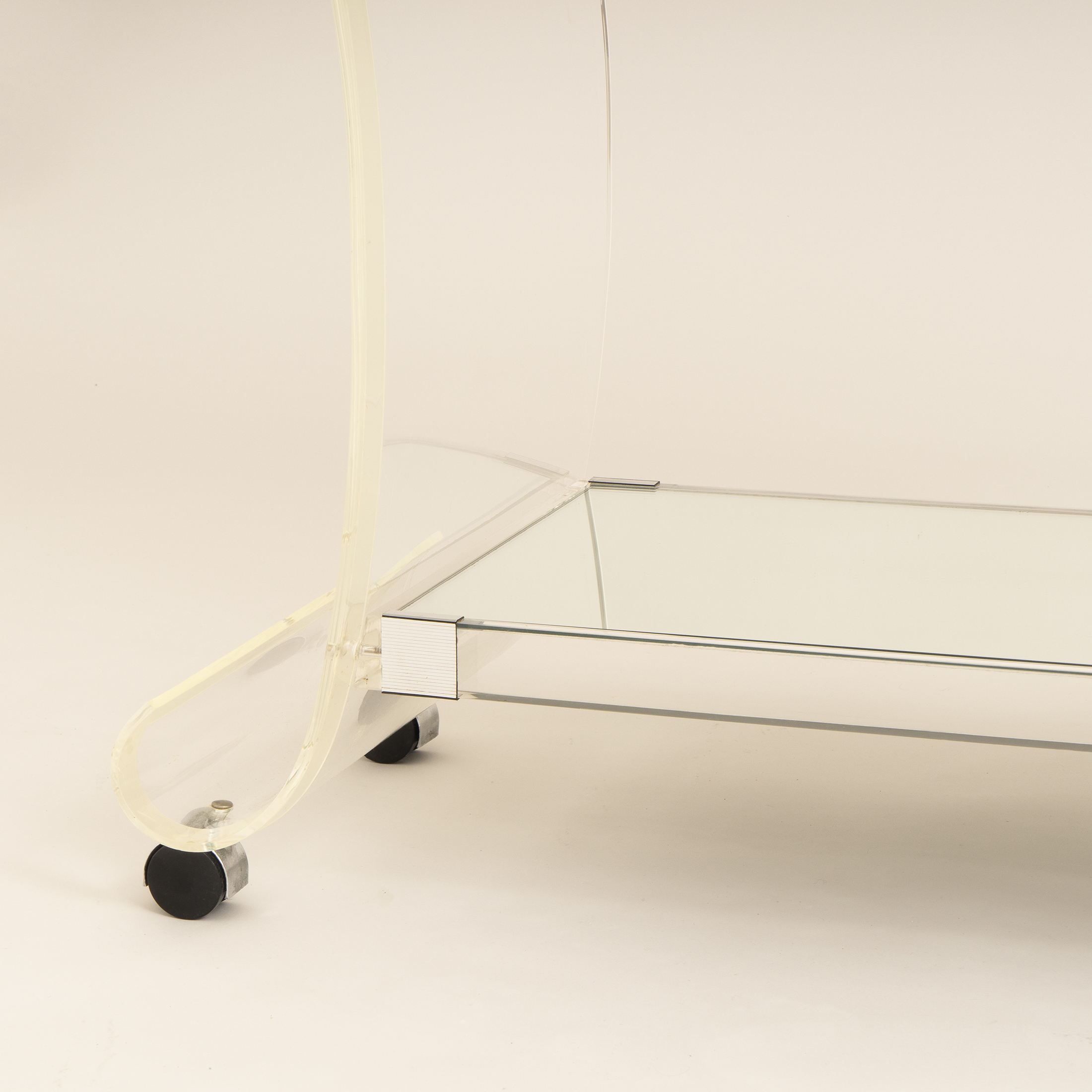 Us Lucite Trolley 0269