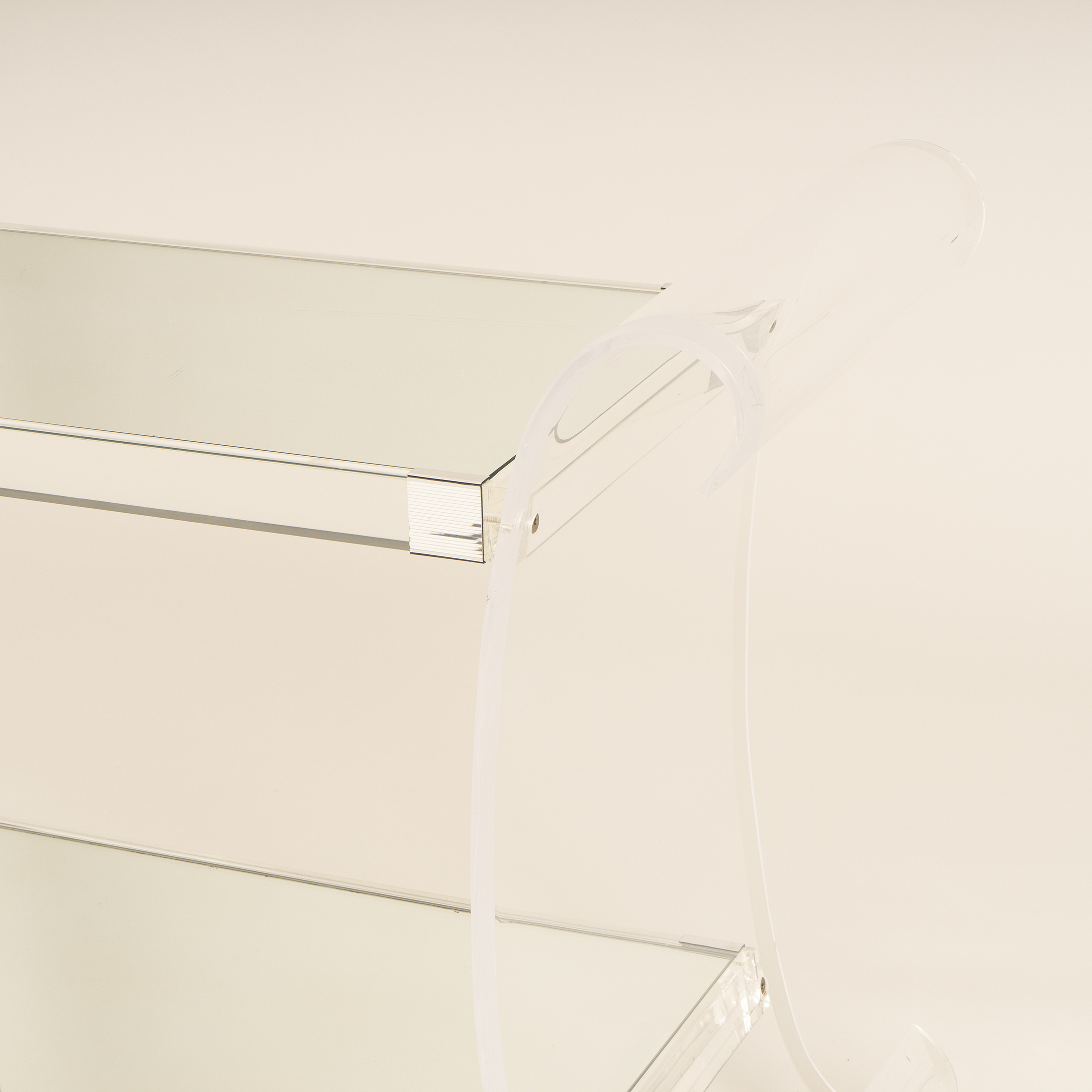 Us Lucite Trolley 0270