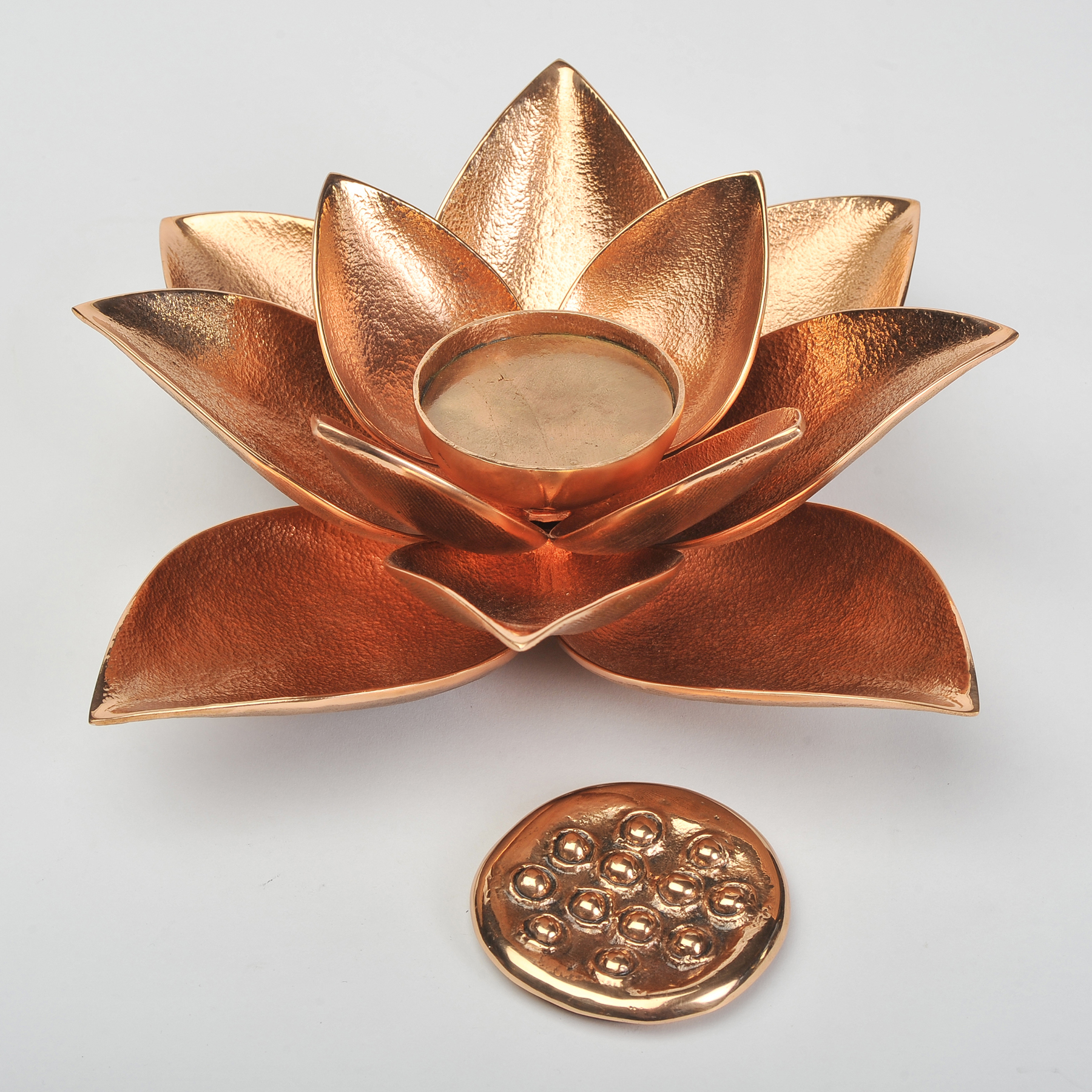 The image for Valerie Wade Cast Broze Lotus Candle 04