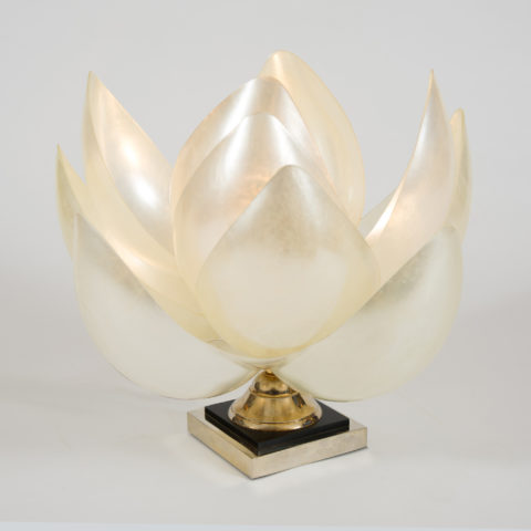 Valerie Wade Full Bloom Lamp –01