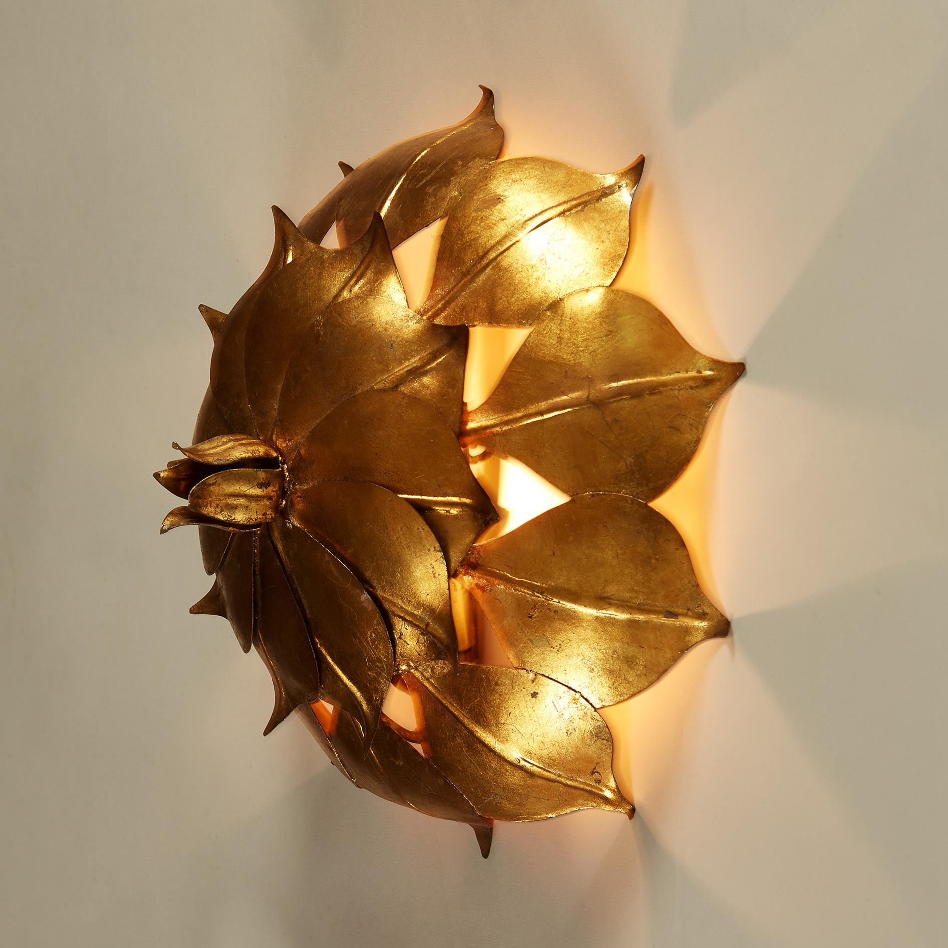 Gold Leaf Wall Light 20210427 0100 V1