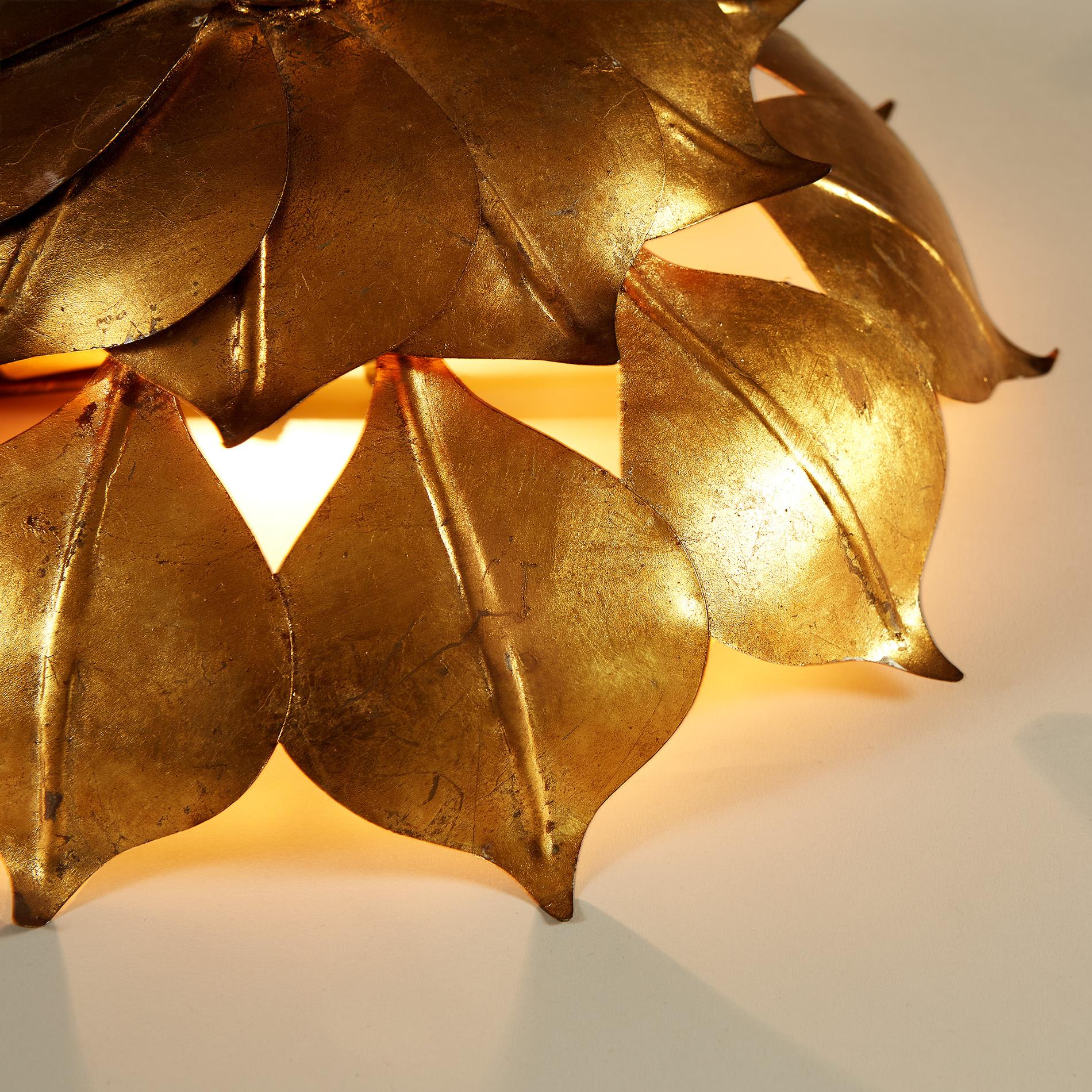 Gold Leaf Wall Light 20210427 0101 V1