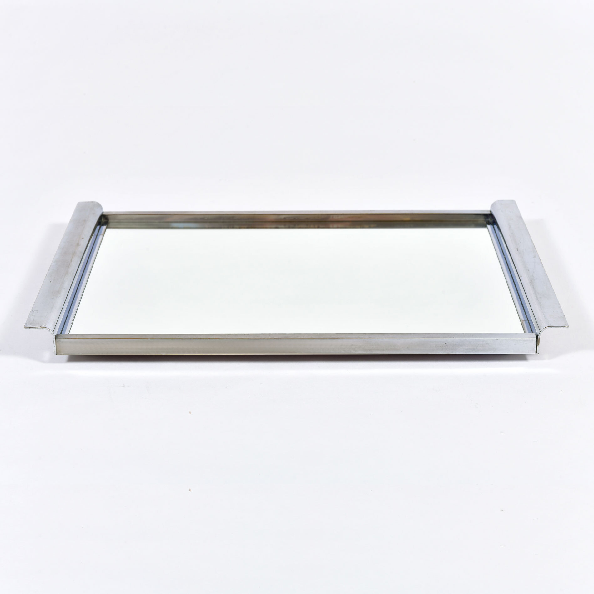 The image for Medium Chrome Mirrored Tray 01