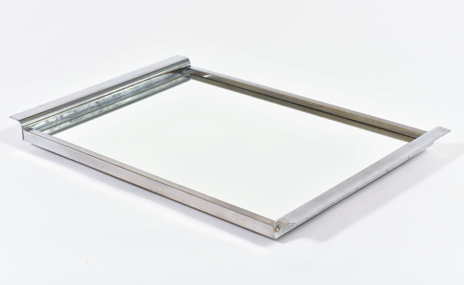 The image for Medium Chrome Mirrored Tray 03
