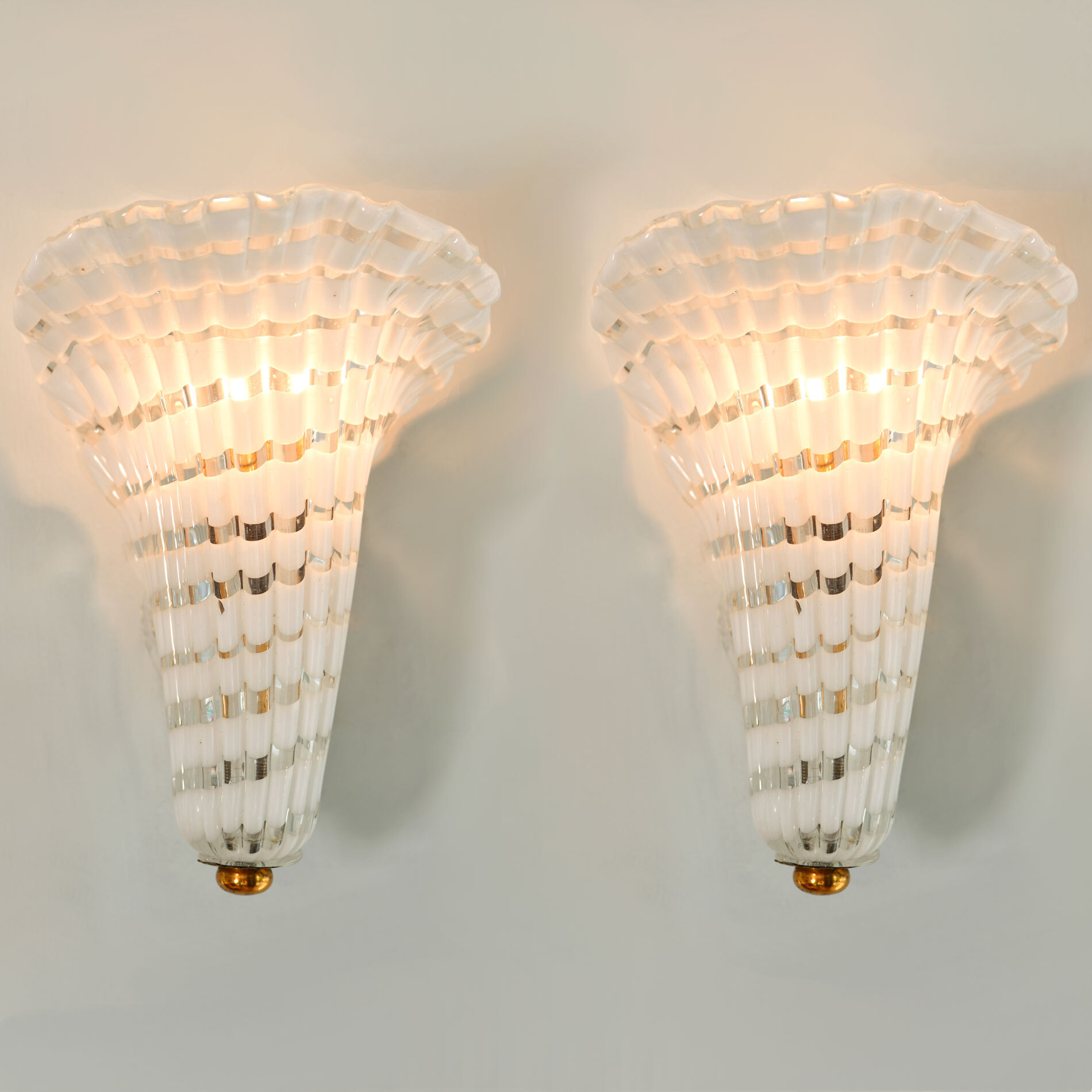 Pair Murano Fluted Wall Lights 01