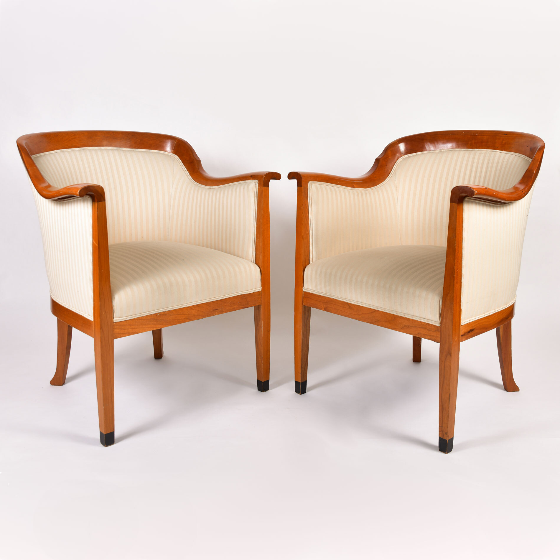 Pair Armchairs 01