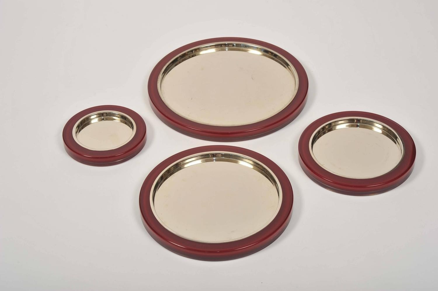 The image for Set Us Red Mirror Trays V