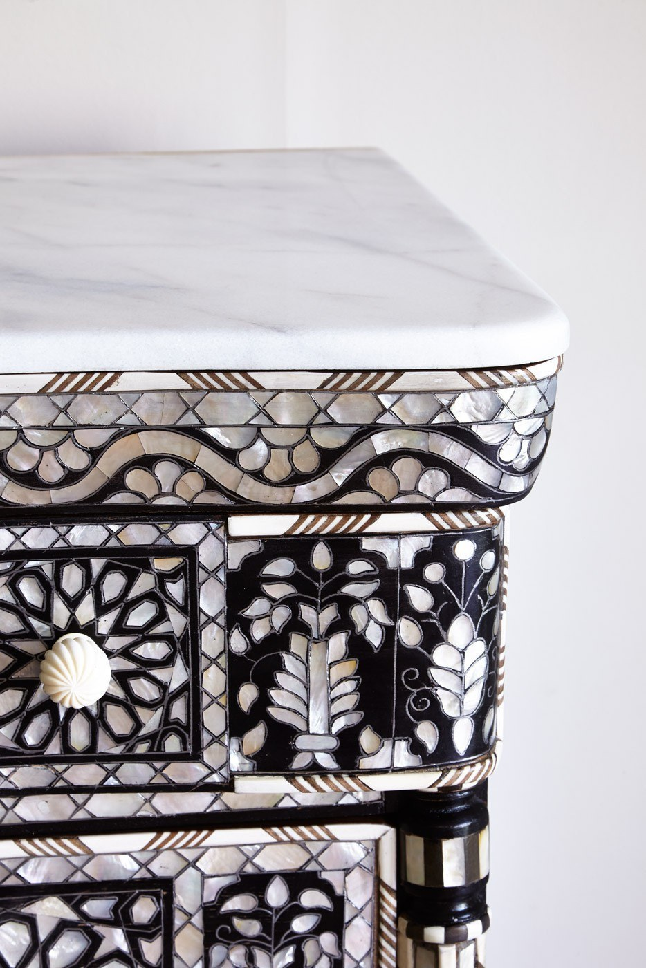 Valerie Wade Fc392 Mother Of Pearl Chest Five Drawers 03