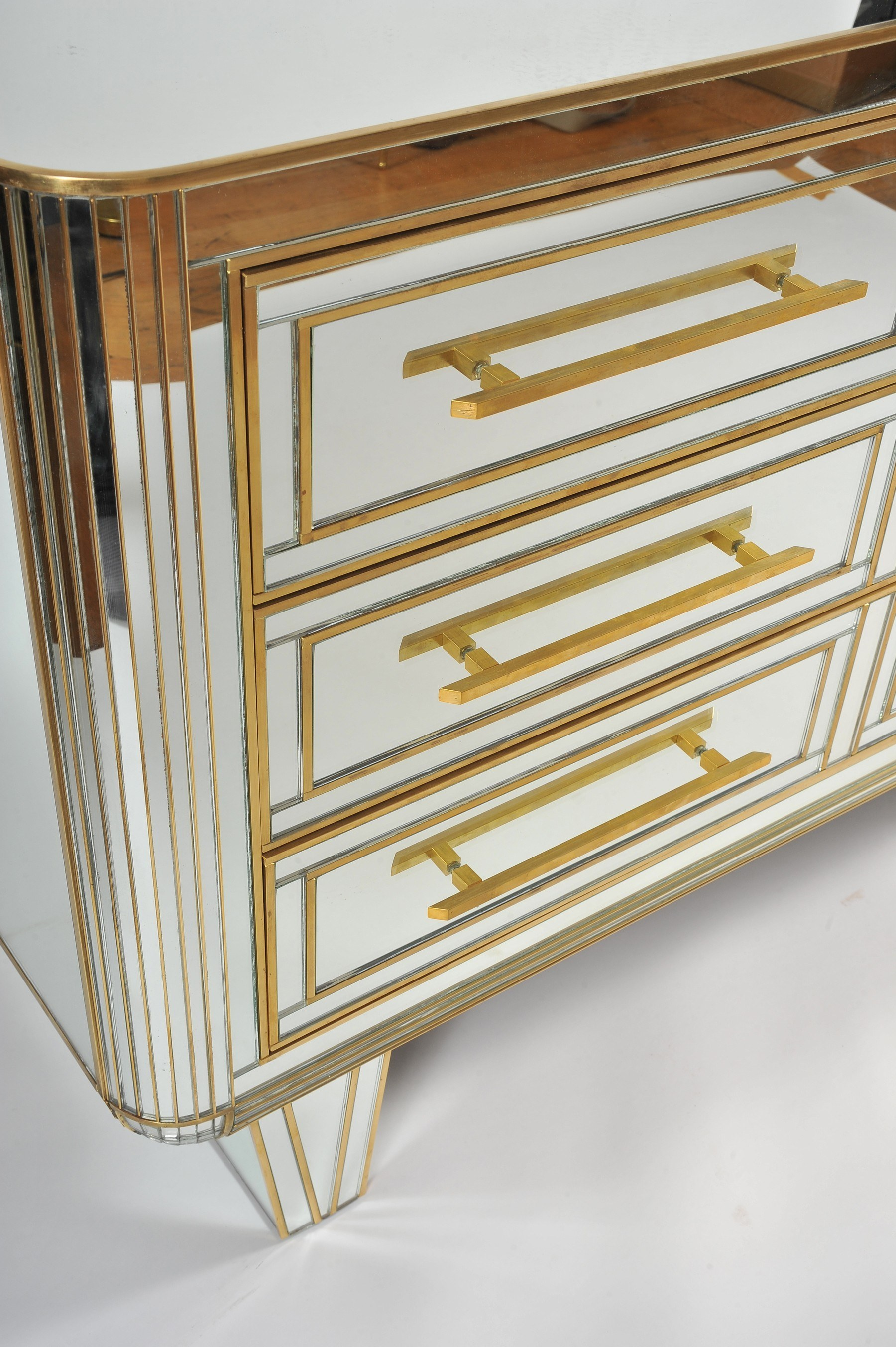 The image for Valerie Wade Fc665 1970S Mirrored Chest Drawers 02