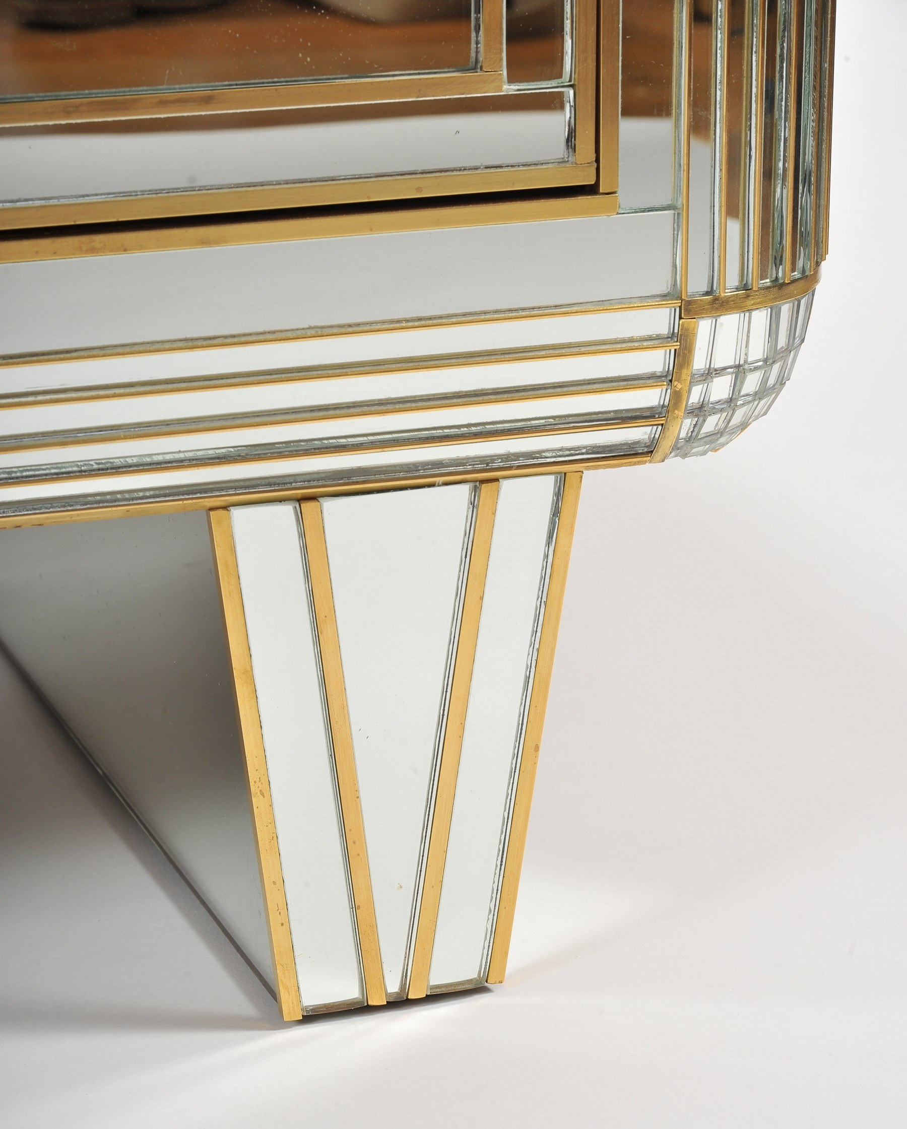 Valerie Wade Fc665 1970S Mirrored Chest Drawers 05